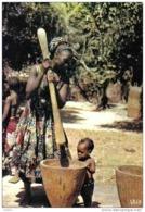 Carte Postale  Afrique En Couleurs Pilage Du Mil Hoa-Qui N° 5022   BT3 - Non Classés