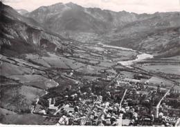 04 - BARCELONETTE Vue Panoramique Aérienne  - Vallée Ubaye - CPSM 1957 Dentelée N/B GF N° 1678 - Alpes Haute Provence - Barcelonnette