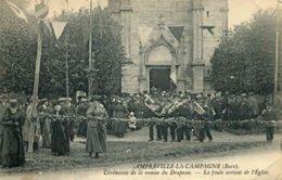 AMFREVILLE-LA-CAMPAGNE - Cérémonie De La Remise Du Drapeau - La Foule Sortant De L'Eglise (date 1930) - Autres Communes