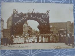 56 QUESTEMBERT CARTE PHOTO HONNEUR AU POILU APRES LE BANQUET LES SERVEUSES 14 JUILLET 19 - Questembert