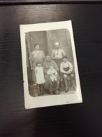 Carte Photo Famille Photographiée en L Etat Sur Les Photos - Photographie