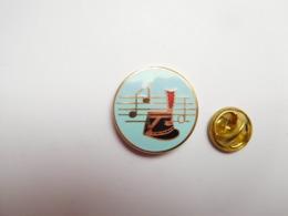 Superbe Pin's En EGF , Armée Militaire , Musique De La Garde Républicaine - Militaria