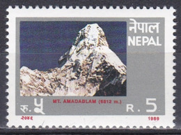Nepal 1989 Wirtschaft Economy Tourismus Tourism Berge Mountains Gebirge Landschaften Landscapes Ama Dablam, Mi. 501 ** - Nepal