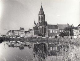 Deinze. Eglise Notre-Dame. Pierres De Tournai. Vue Du Coté De La Lys. 23,5 X 18 Cm. - Lieux