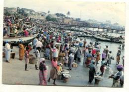 GHANA - AK 361570 Fishmongers Awaiting The Landing Of The Catch - Ghana - Gold Coast