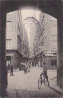 SAINT-MALO - La Grande Rue Prise Sous La Grande Porte - Café Des Nations - Boulangerie - Animé - Saint Malo