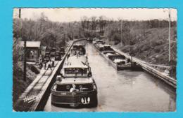 CPSM Lay-Saint-Remy : Le Canal - Arrêt Pour Le Passage De Voûte - Péniches - Circulée Années 60 - 2 Scans - Houseboats