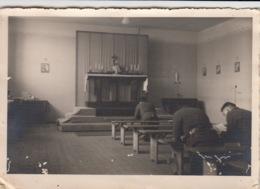 2 PHOTOS MAHRISCH TRUBAU - OSTSUDETENLAND - REPUBLIQUE TCHEQUE - CHAPELLE DE L' OFLAG VIII F - CAMP DE PRISONNIERS - - Tchéquie