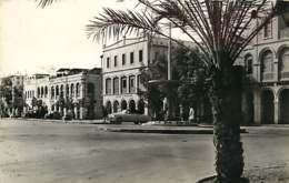 /!\ 8345- CPA/CPSM - Djibouti : La Place Ménélick - Gibuti