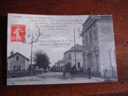 Seiches Rue Passage Niveau Poste Attelagz - France