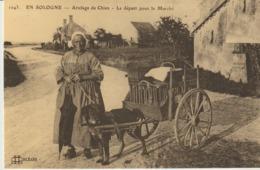 CP - EN SOLOGNE - ATTELAGE DE CHIEN - LE DEPART POUR LE MARCHE - REPRODUCTION - 700 - CECODI - C'ÉTAIT LA FRANCE - Vendedores Ambulantes