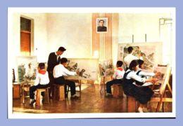 CPM - Palais Des Etudiants Et Des Pionniers - Pyongyang (Corée Du Nord) - Les Petits Amateurs à La Création De Peintures - Corée Du Nord