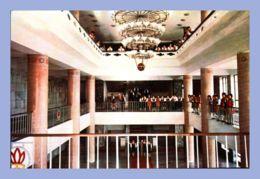 CPM - Palais Des Etudiants Et Des Pionniers - Pyongyang (Corée Du Nord) - Le Vestibule Central Du Théatre Du Palais Des - Corée Du Nord