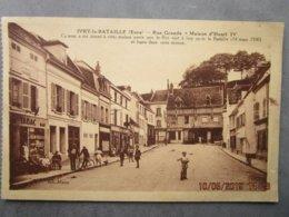 CPA 27 Eure IVRY La BATAILLE - Rue Grande Maison D'Henri IV , Enfant Avec Une Patinette  Au Centre - Bar Tabac  Vers 193 - Ivry-la-Bataille