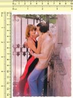 1970s Couple In Love, Woman With Champagne Hug Man, Romance, Romantique Femme Et Homme Old Original Postcard RPPC PC - Coppie