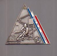 REF : MON1 : Badge Médaille La Flechette Ecole De Ski Francais ESF - Sports D'hiver