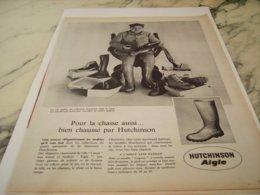 ANCIENNE PUBLICITE  CHAUSSE PAR HUTCHINSON AIGLE   1961 - Vintage Clothes & Linen