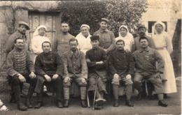 Thematiques Guerre 1914 1918 Infirmieres  Soldats En Convalescence Noms Des Militaires Notés Au Dos - Weltkrieg 1914-18
