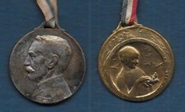 2 Médaillettes En Métal - Clémenceau Et Journée Familles Nombreuses - France