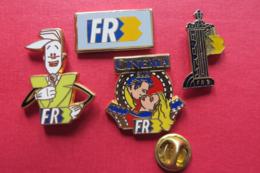 4 Pin's,RADIO,TELE,FR3 - Médias