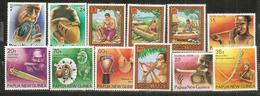 Instruments De Musique De Papouasie Et îles Samoa.  12 Timbres Neufs **, Côte 15,00 Euro - Samoa