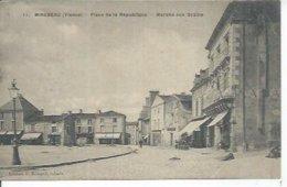11 - MIREBEAU - PLACE DE LA REPUBLIQUE - MARCHE AUX GRAINS  ( Animées  ) - Mirebeau