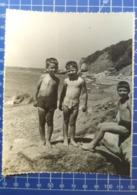 B&W Amateur Photo Boy Garcon Beach Summer 0510 - Anonymous Persons