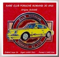 SUPER PIN'S PORSCHE : Emis Pour LES 30ANS Du CLUB PORSCHE ROMAND, Origine SUISSE En ZAMAC Or, LUCKY PIN'S 2,8X2,2cm - Porsche