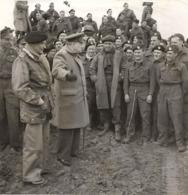 Ww2 Photo De Presse Churchill Avec Général Montgomery Et Soldats Commandos Anglais éditeur Presse - Documents