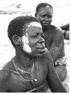Photo Cameroun. Chez Les Toupouris Femme En Deuil (visage Blanchi)  Photo Vivant Univers 1975 - Africa