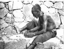 Photo Cameroun. Chez Les Toupouris Devin Féticheur (caste Des Forgerons)  Photo Vivant Univers 1975 - Africa