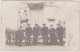 Carte Photo Le Havre (76) Personnes Devant Ancien Sémaphore, Tableau Des Marées, Signé Melle Levaillant - Le Havre