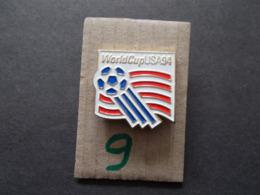 PIN'S - FOOTBALL - COUPE DU MONDE 94 USA   - Voir Photo ( 4 ) - Voetbal