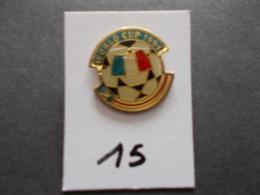 PIN'S - FOOTBALL - COUPE DU MONDE 94 USA  Ballon + Drapeau  France - Voir Photo ( 15 ) - Football