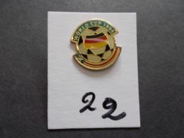 PIN'S - FOOTBALL - COUPE DU MONDE 94 USA  Ballon + Drapeau  Allemagne- Voir Photo ( 22 ) - Voetbal