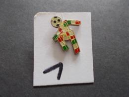 PIN'S - FOOTBALL - COUPE DU MONDE Italia 90  Mascotte - Voir Photo ( 1 ) - Voetbal