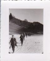 Foto Deutsche Soldaten - Partisanenjagd In Den Bergen - Jugoslawien (?) - 1944 -  5,5*4cm (43896) - Krieg, Militär