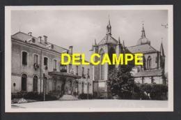 DD / 88 VOSGES / REMIREMONT / L' HÔTEL DE VILLE ET L' EGLISE - Remiremont