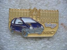 Pin's Renault Twingo Sur La Place Stanislas à NANCY - Renault