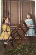 (1208) Twee Meisjes Met Een Trapladder - 1911 - Children And Family Groups