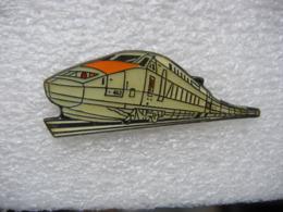 Pin's TGV N°443 Et Ses Wagons Sur Les Rails - TGV
