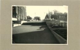 BELARUS - Minsk, Une Rue (photo Années 40/50, Format 9,8cm X6,9cm) - Lieux