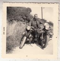 Homme Sur Moto - Photo 9 X 9 Cm - Ciclismo