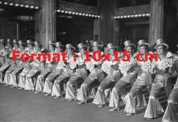 Reproduction D'une Photographie Ancienne Desdanseuses Des Folies Bergèresen 1932 - Reproductions