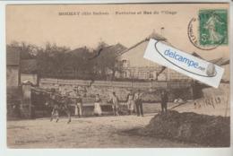 MOIMAY : Fontaine Et Bas Du Village,animée. (déchirure En Ht). édit Couturier. - Non Classés