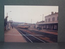 SNCF Autorail En Gare De Cravant En Avril 1982 Photo Loisier - Trenes
