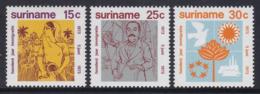 SERIE NEUVE DU SURINAM - CENTENAIRE DE L'ARRIVEE AU SURINAM DES PREMIERS IMMIGRANTS HINDOUS N° Y&T 576 A 578 - Hinduism