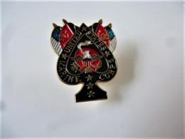 PINS Militaria United States Marine Corps  / Base Dorée / 33NAT - Militaria