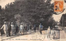 Thème:    Métier. Douanier. Frontière Franco Espagnole Bourg-Madame  Gendarmes Et Douaniers  (Voir Scan) - Police - Gendarmerie