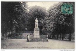 Carte Postale 27. Gisors  Statue Du Général De Blanmont Animée Trés Beau Plan - Gisors